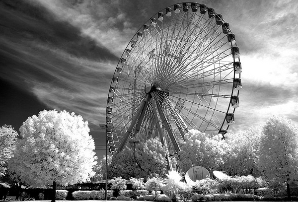 ferris wheel 45 Impressive Examples of Infrared Photography