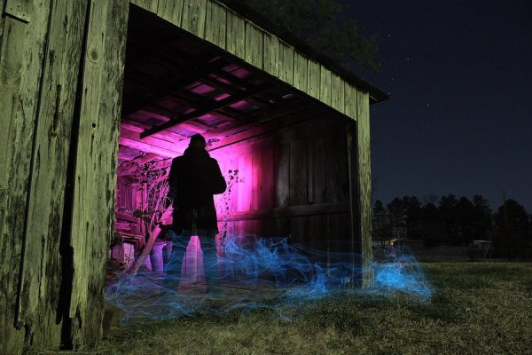 alone in the dark by dennis calvert1 20 Mind Melting Examples of Light Painting