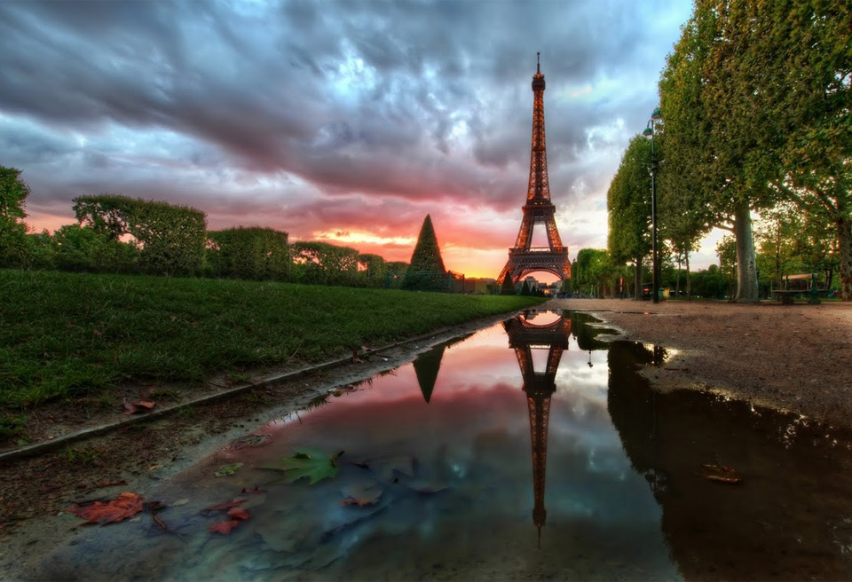 eiffel tower at dusk1 Jaw Dropping Photography from Around the World