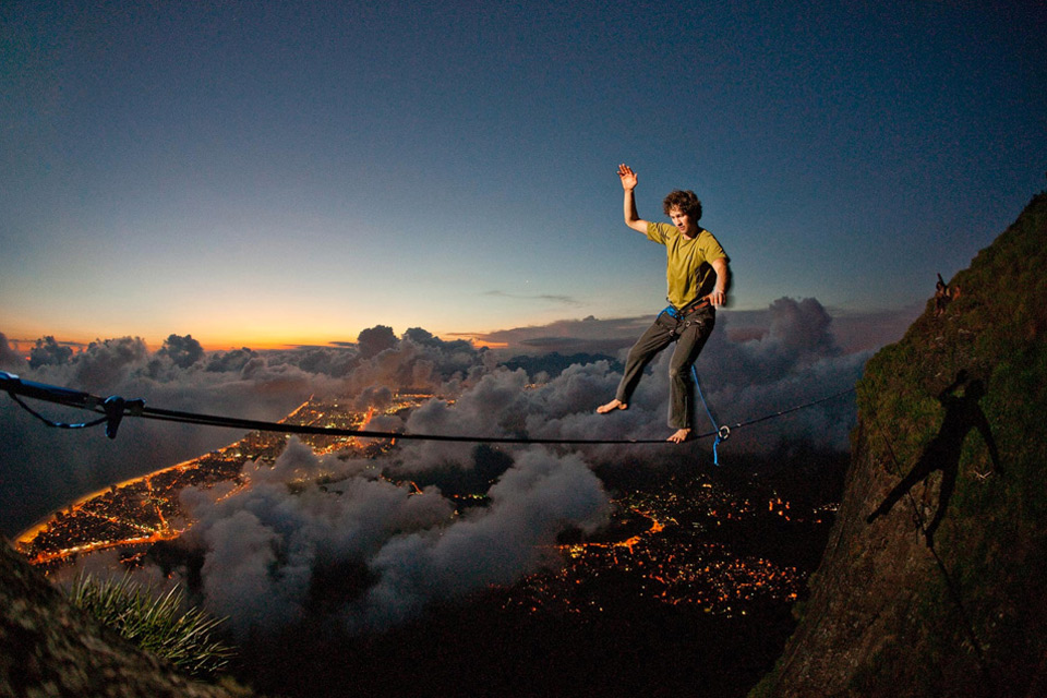 man on wire1 Jaw Dropping Photography from Around the World