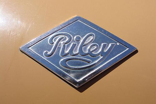 tumblr lx52y6gudl1qzmdqso1 5001 50 Classic Automobile Typography Designs