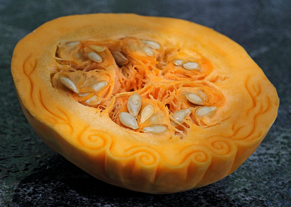 291ac041899616b1d2e80dfd6e2935a51 Distinctive Food Carvings by Ilian Iliev