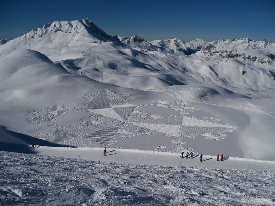 299755 292429354103871 282614611752012 1381930 762470050 n1 Magnificent Geometric Snow Art by Simon Beck