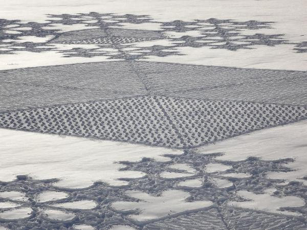 391119 337830072897132 282614611752012 1551237 932053296 n1 Magnificent Geometric Snow Art by Simon Beck
