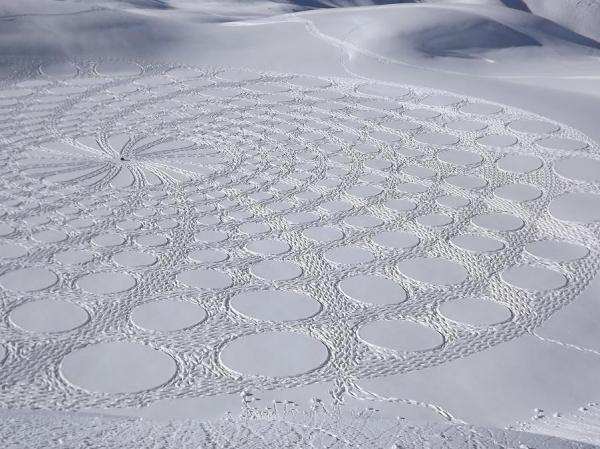 403791 358913357455470 282614611752012 1628433 1554576532 n1 Magnificent Geometric Snow Art by Simon Beck