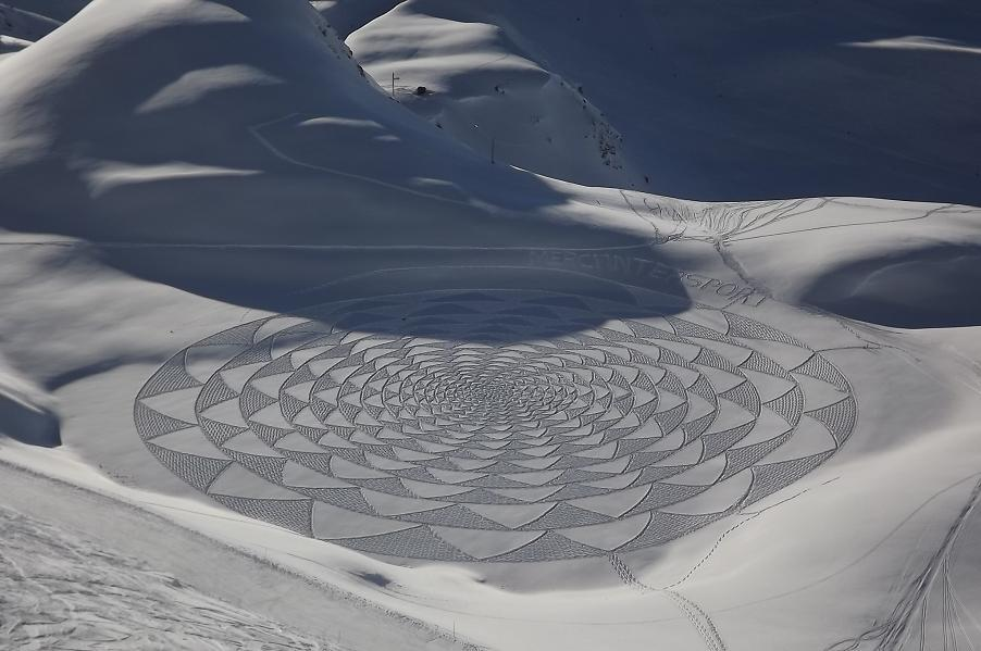 428097 370258159654323 282614611752012 1662655 1814959547 n1 Magnificent Geometric Snow Art by Simon Beck