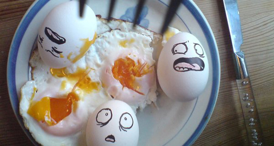 enjoy your breakfast l1 30 Examples of Funny and Creative Egg Photography