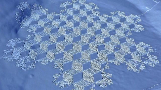 snow art 21 Magnificent Geometric Snow Art by Simon Beck