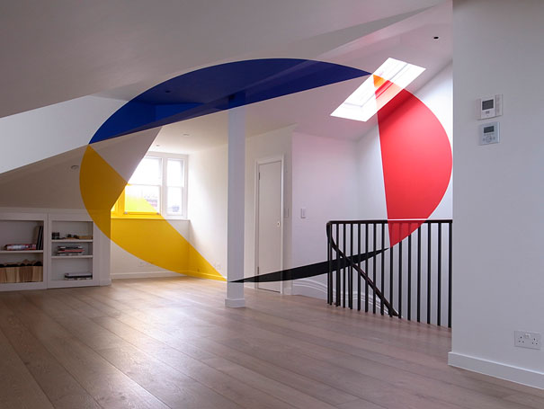 anamorphic illusions by felice varini 19 Breathtaking Anamorphic Illusions by Felice Varini