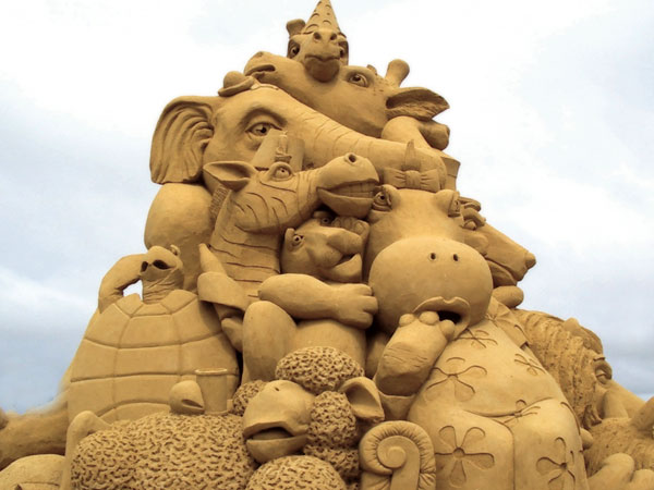 animals1 Staggering Sand Sculptures from Around the World