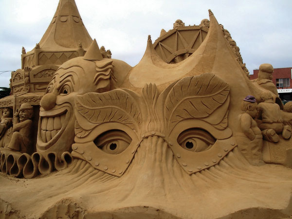 mask1 Staggering Sand Sculptures from Around the World
