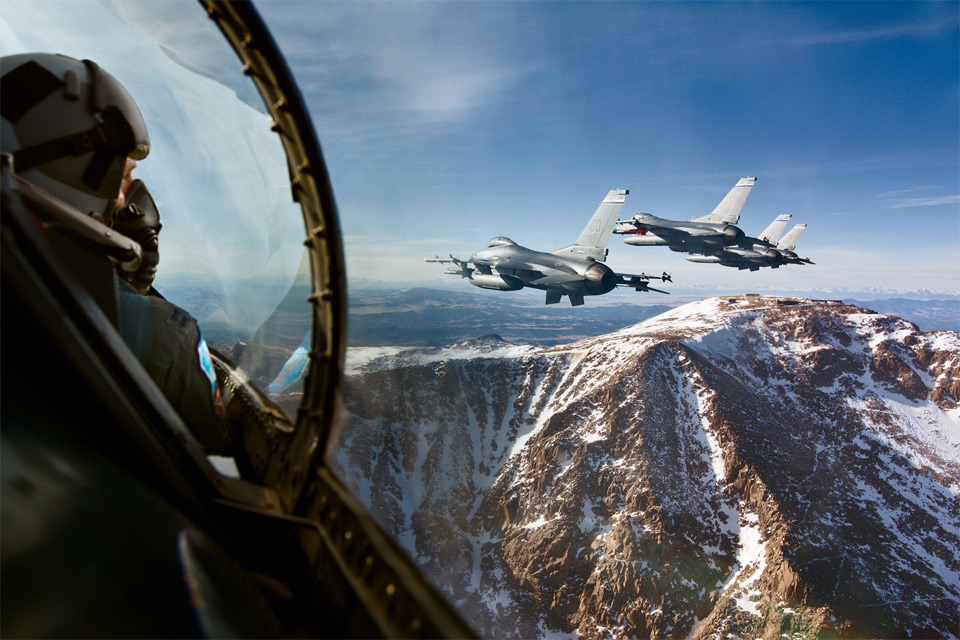f 16 fighting falcon with a wiew that will leave you breathless1 25 Outstanding Examples of Machine Photography