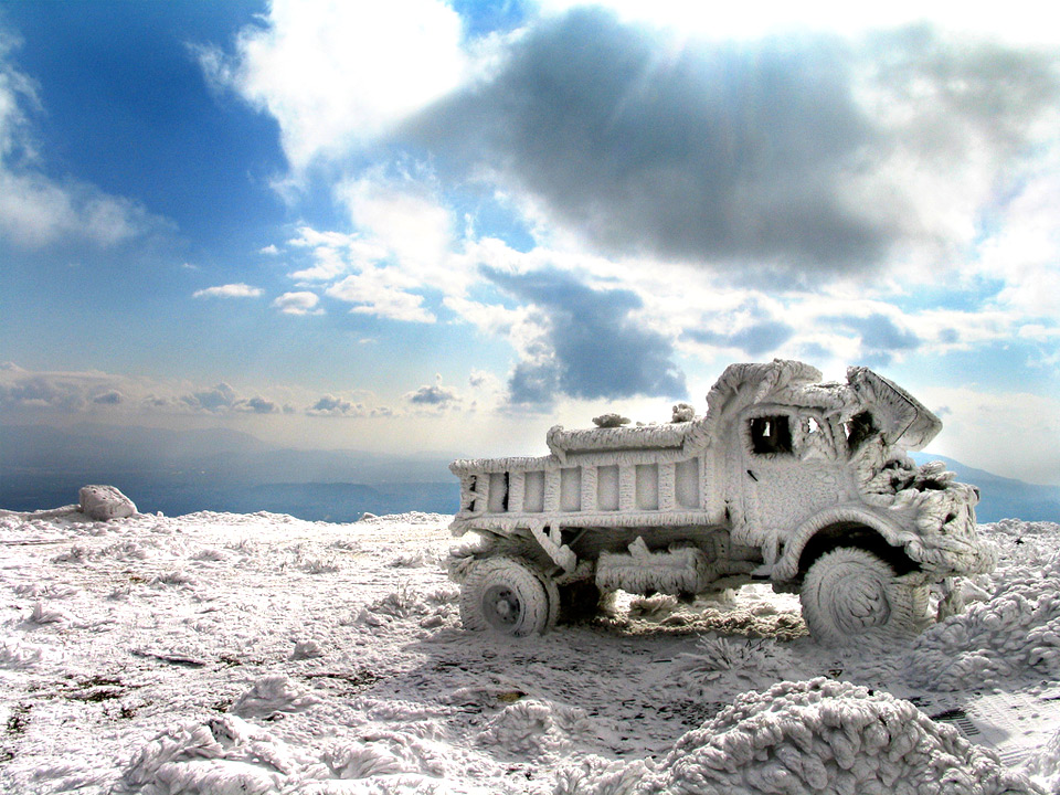 frozen truck1 25 Outstanding Examples of Machine Photography