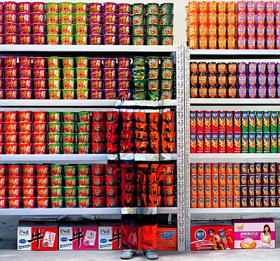 liu bolin 011 30 Pictures of Invisible Man by Liu Bolin