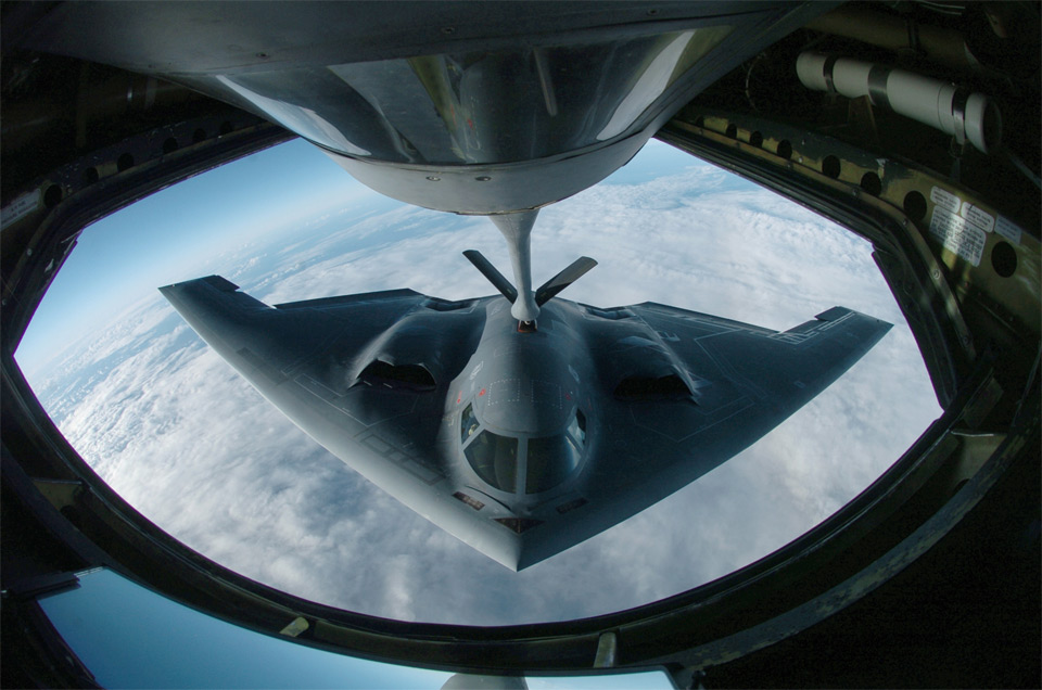 refueling the b 2 spirit1 25 Outstanding Examples of Machine Photography