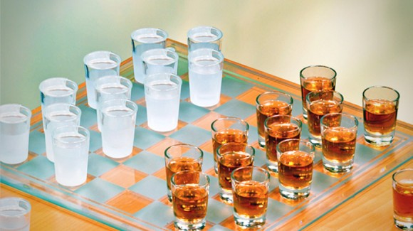 shot glass checkers set 580x3251 20 Creative Products You Can Buy #3