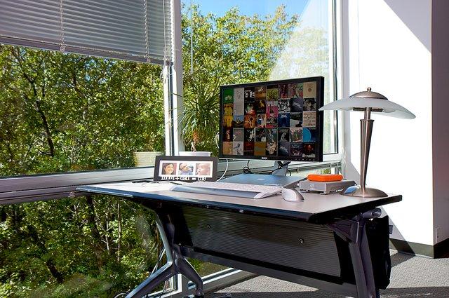 2922793882 b9d72a32aa o jpg 640x640 q851 30 Inspiring Workspace Examples & Design Tips