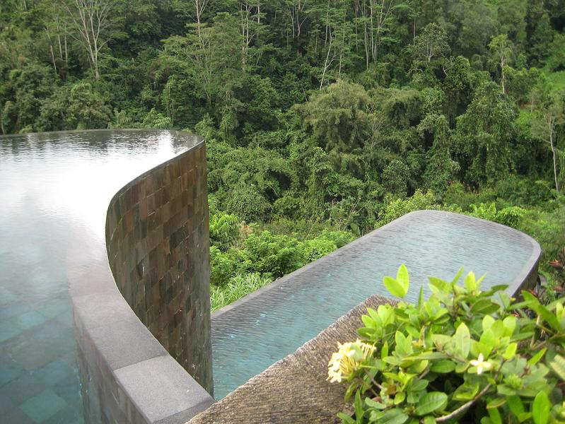 double infinity pool hanging gardens ubud bali1 30 Jaw Dropping Infinity Pools from Around the World