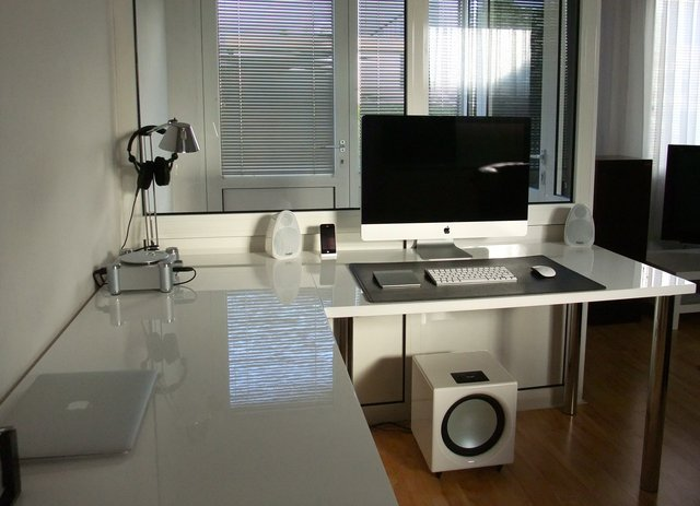 dscf1650  jpg 640x640 q851 30 Inspiring Workspace Examples & Design Tips