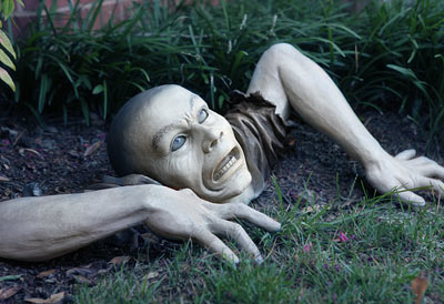 e557 garden zombie inuse1 30 Creative Products That You Can Buy #4