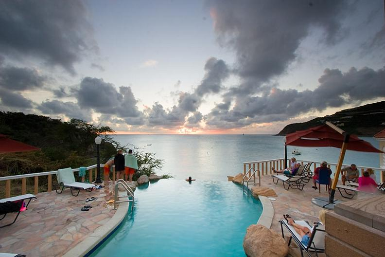 infinity pool sunset1 30 Jaw Dropping Infinity Pools from Around the World