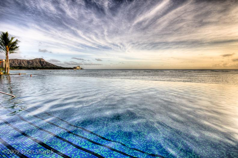 sheraton waikiki infinity pool hawaii1 30 Jaw Dropping Infinity Pools from Around the World
