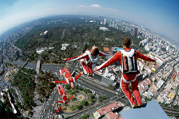 10 breathtaking action sequence photographs felix baumgartner alfredo martinez1 30 Cool Examples of Sequence Photography