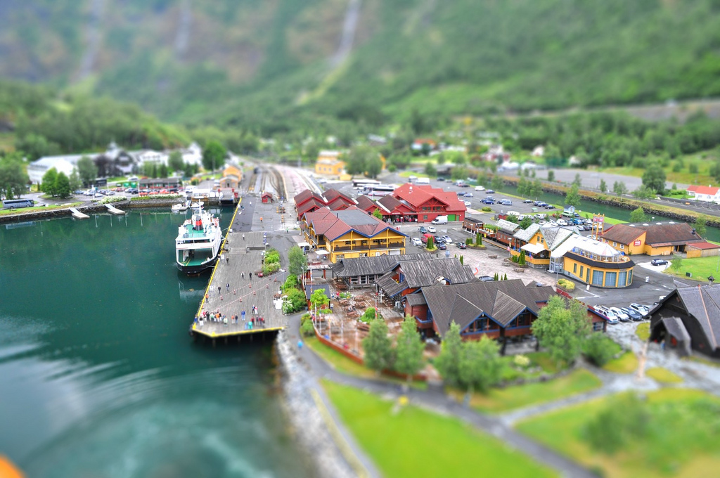 4825879861 001a10ccde b1 40 Wonderful Examples of Tilt Shift Photography