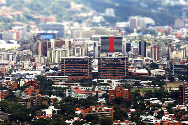 caracas a escala 40 Wonderful Examples of Tilt Shift Photography