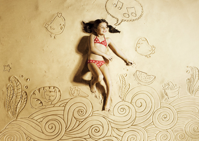 sand Outstanding Illustrations and Animations by Romeu & Julieta