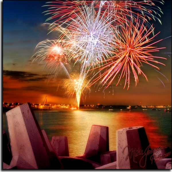 715034639 ca4f67ffb7 o1 30 Inspirational Examples of Firework Photography