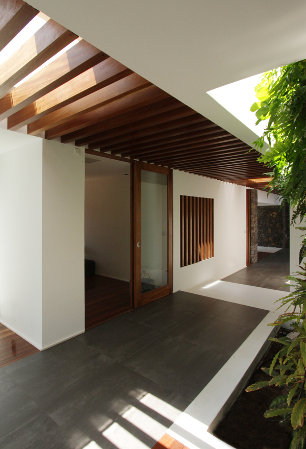a4e8af834a42dbddfe2093c53782e794 West Edge House by No Coffee Architects