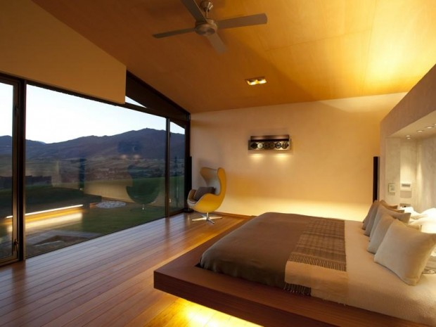 bedroom with platform bed 620x465 Luxurious and Peaceful Designer Home In New Zealand