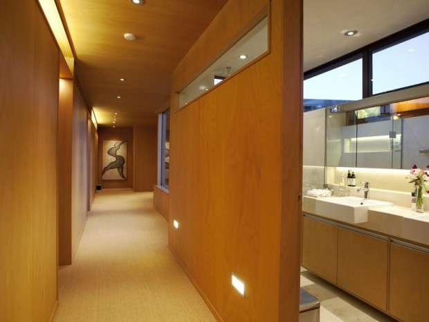 beech wood hallway 620x465 Luxurious and Peaceful Designer Home In New Zealand