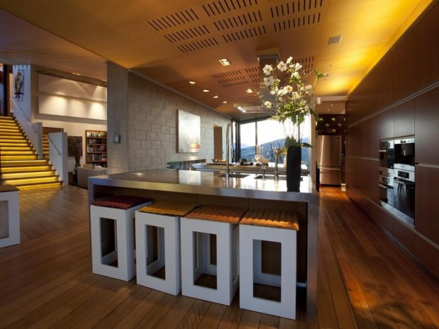contemporary kitchen design 620x465 Luxurious and Peaceful Designer Home In New Zealand