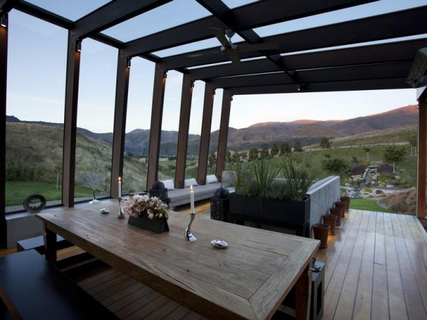 dining room deck 620x465 Luxurious and Peaceful Designer Home In New Zealand