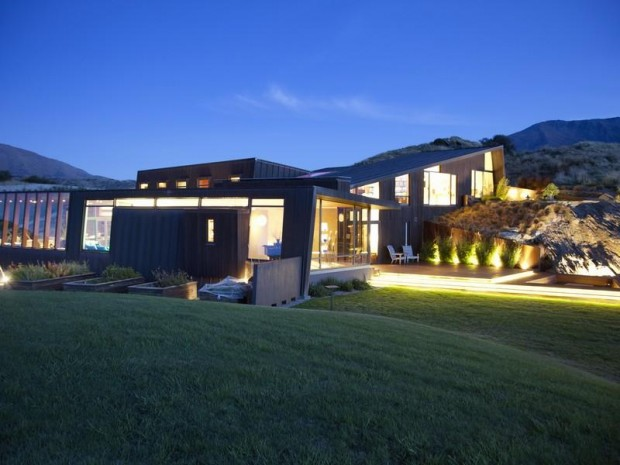 glass walled architecture 620x465 Luxurious and Peaceful Designer Home In New Zealand