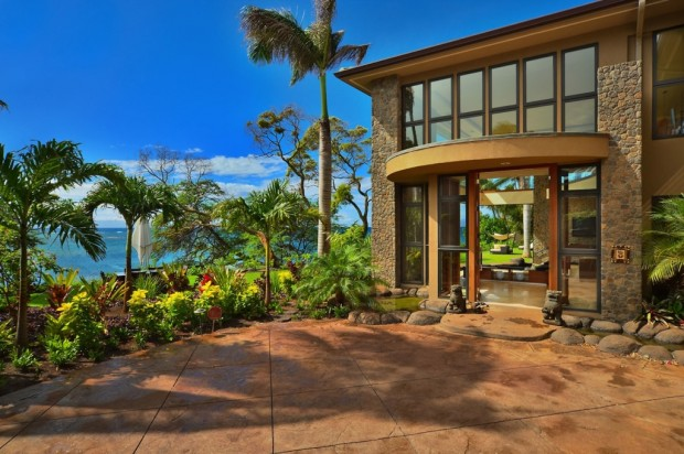 hawaii beach house luxury 620x412 Jewel Of Kahana Oceanfront House, Maui