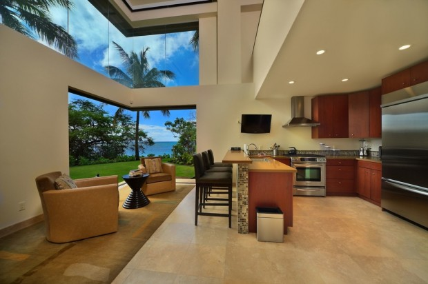 hawaii kitchen lounge 620x412 Jewel Of Kahana Oceanfront House, Maui