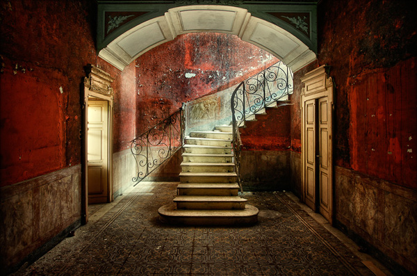151 40 Chilling Photographs of Urban Decay