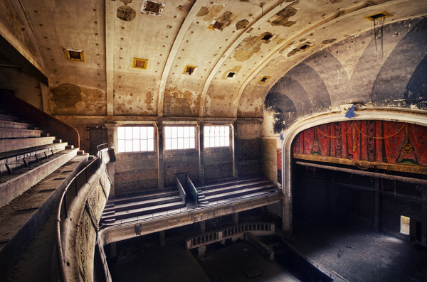 161 40 Chilling Photographs of Urban Decay