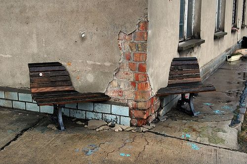 bank1 40 Chilling Photographs of Urban Decay