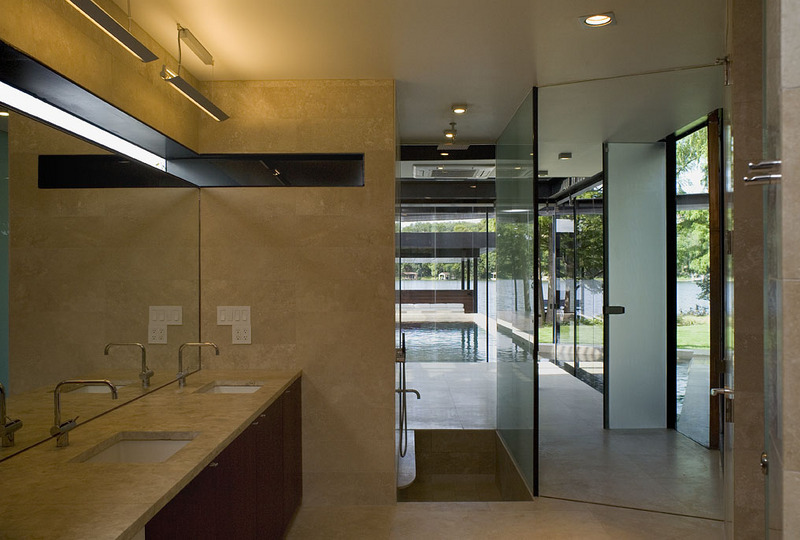 bathroom of lakehouse Peninsula Residence On Lake Austin, Texas
