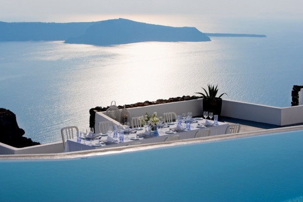 grace santorini infinity pool balcony and ocean view 620x413 The Breathtaking Grace Hotel, Santorini Islands