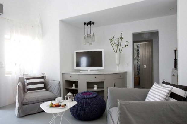 grace santorini white living area and tv 620x412 The Breathtaking Grace Hotel, Santorini Islands