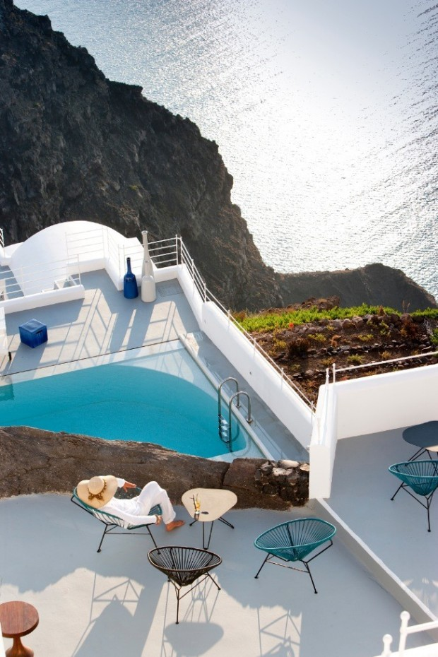 santorini deck 2 620x930 The Breathtaking Grace Hotel, Santorini Islands