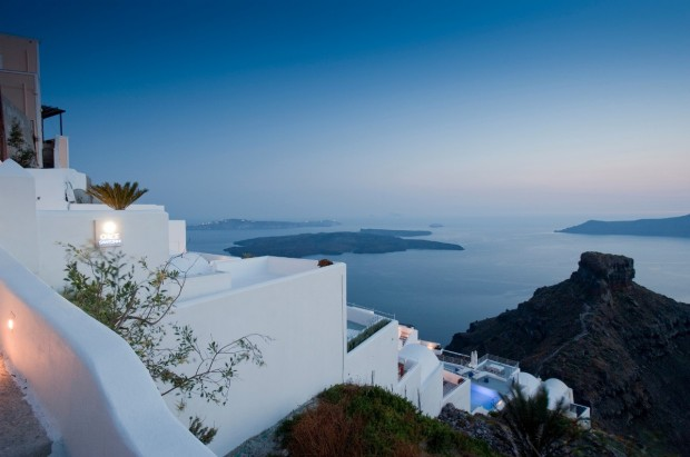 santorini grace hotel in mountains 620x411 The Breathtaking Grace Hotel, Santorini Islands