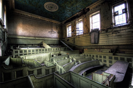 urban decay 291 40 Chilling Photographs of Urban Decay