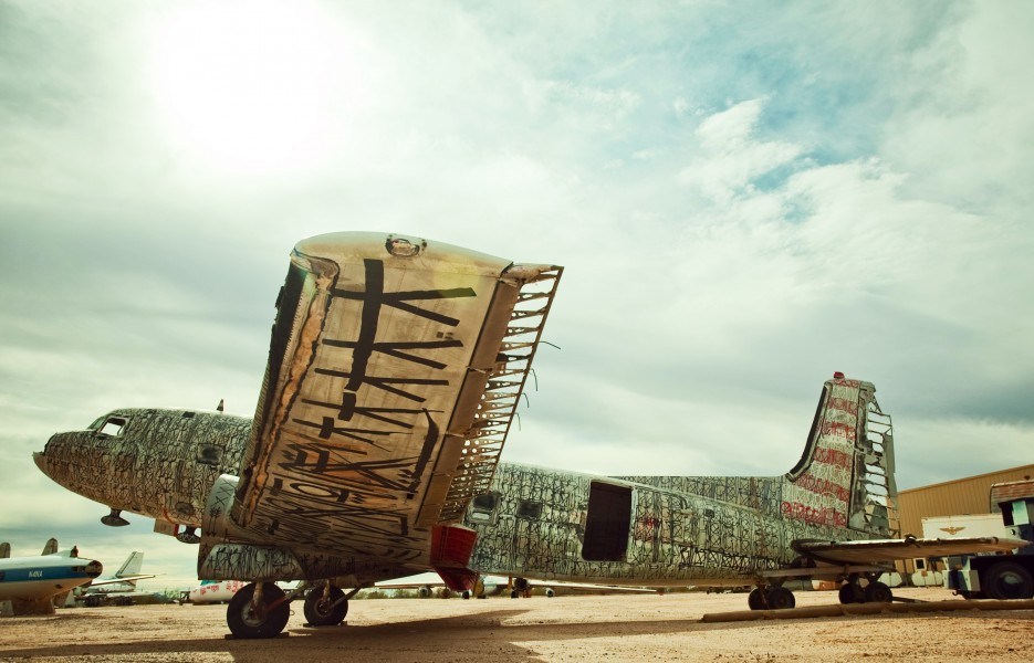 werty The Boneyard Project: Retired Airplanes turned into Art