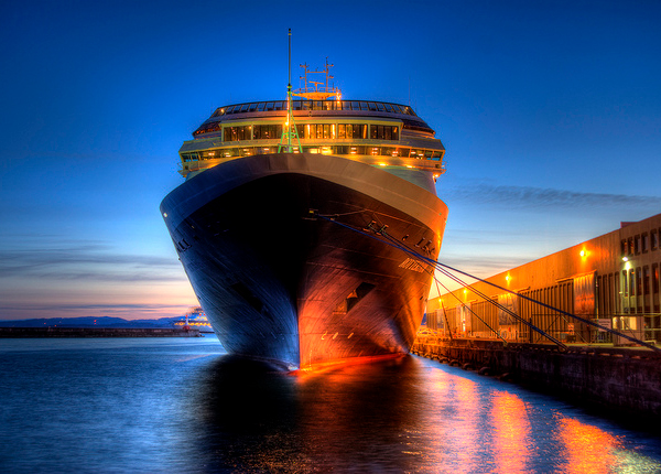 cruise ship Twilight Photography: Capturing the Colors